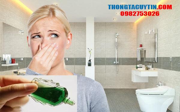 Khử mùi nhà vệ sinh bằng dầu gió: